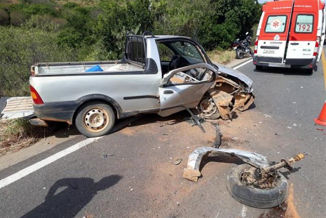 Motorista força ultrapassagem e provoca acidente na BR-030 em Guanambi