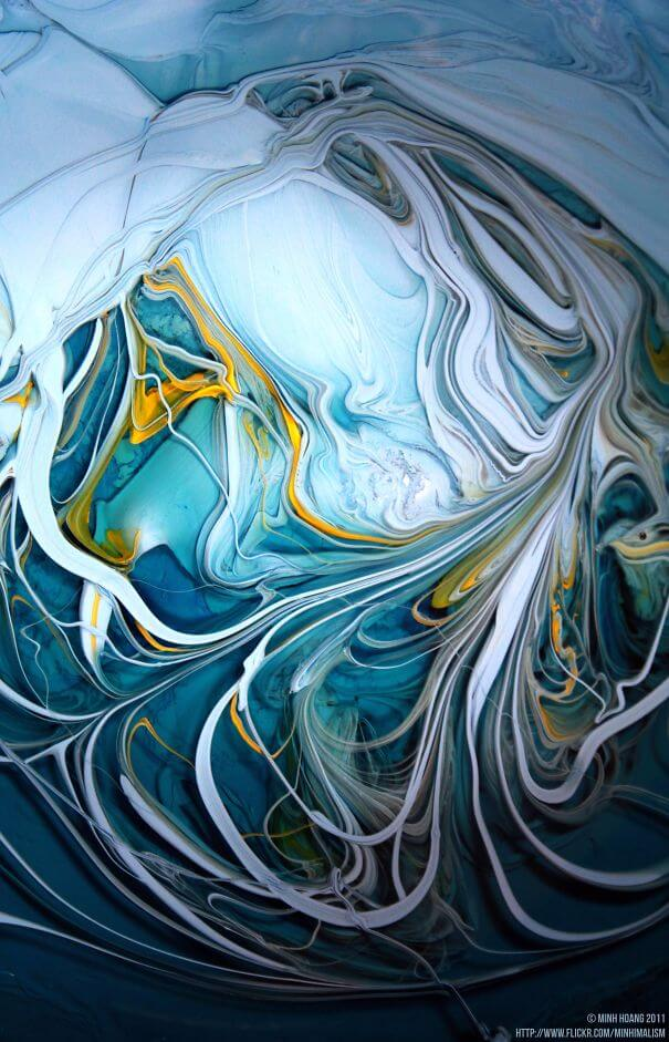 20 Pictures Prove That 'Accidental' Art Can Be Astonishing - Blue With A Touch Of Yellow. Unstirred Paint