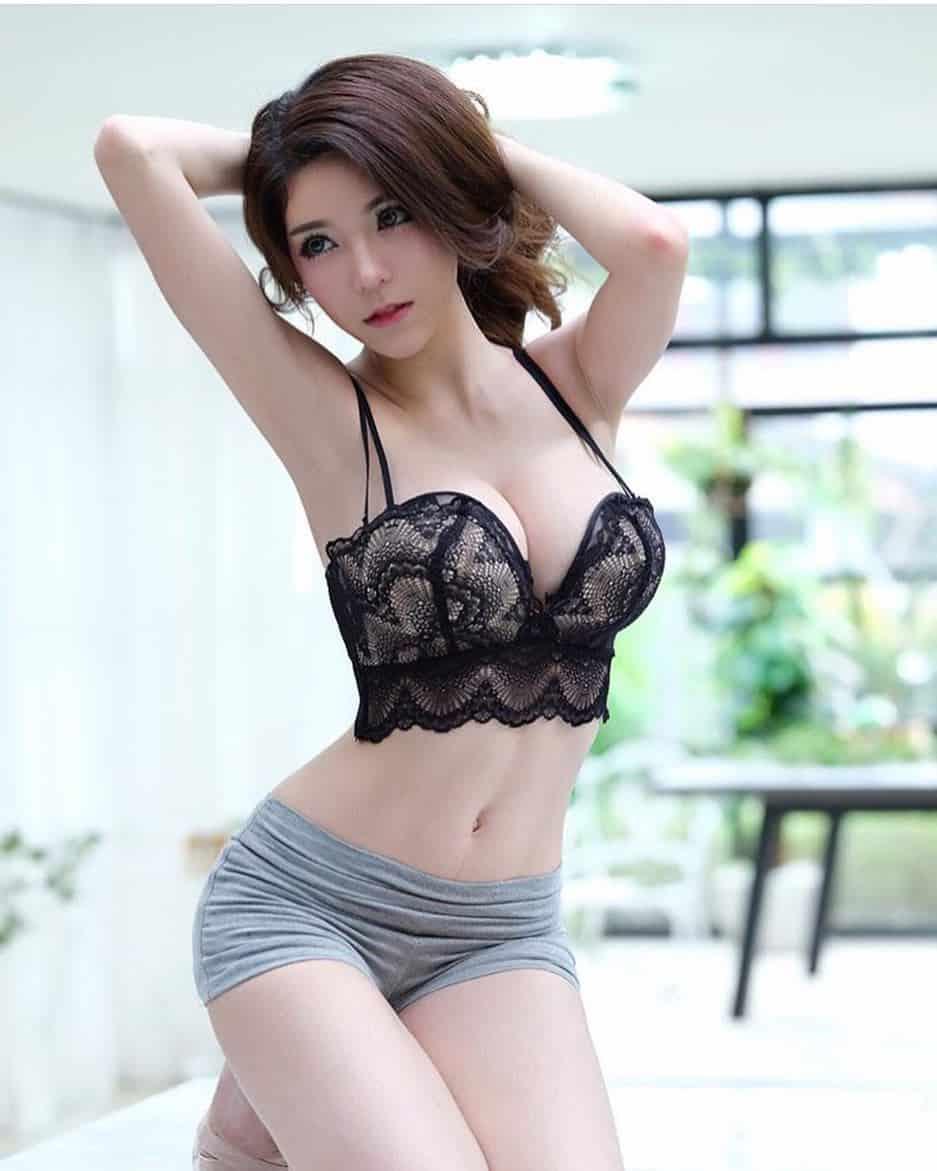 Gái xinh mặc quần đùi