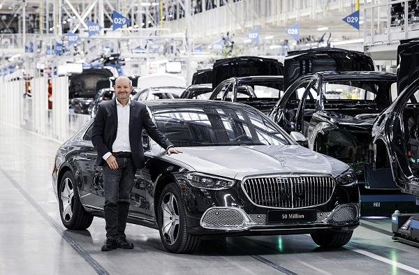 Mercedes Benz vehículo 50 millones