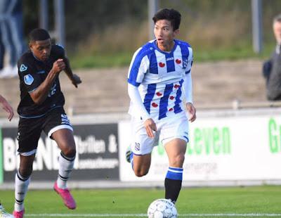 Văn Hậu trong màu áo đội trẻ của clb SC Heerenveen