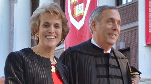 Hiệu trưởng Harvard và vợ dương tính với virus Corona Vũ Hán