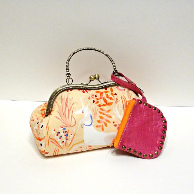 Светлая сумочка для девушки на лето Белый единорог - сумка на выпускной, ручная работа - доставка почтой или курьером