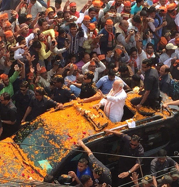1 Modi tere naam Banaras: Modis roadshow in Varanasi draws huge crowd