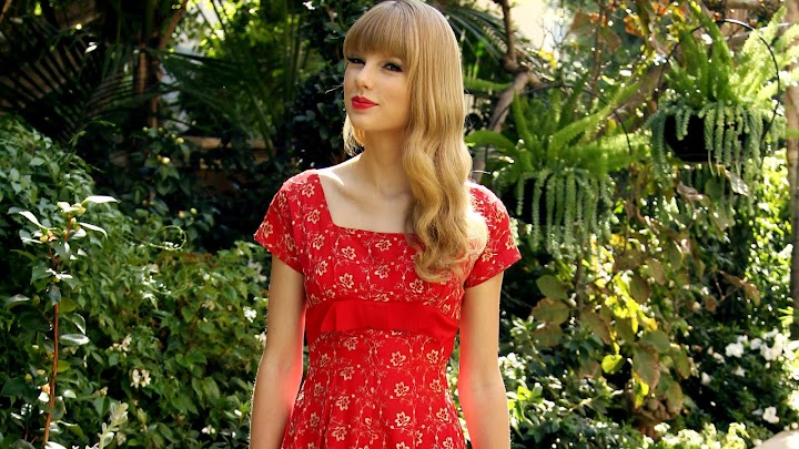 Taylor Swift Red Dress Wallpaper