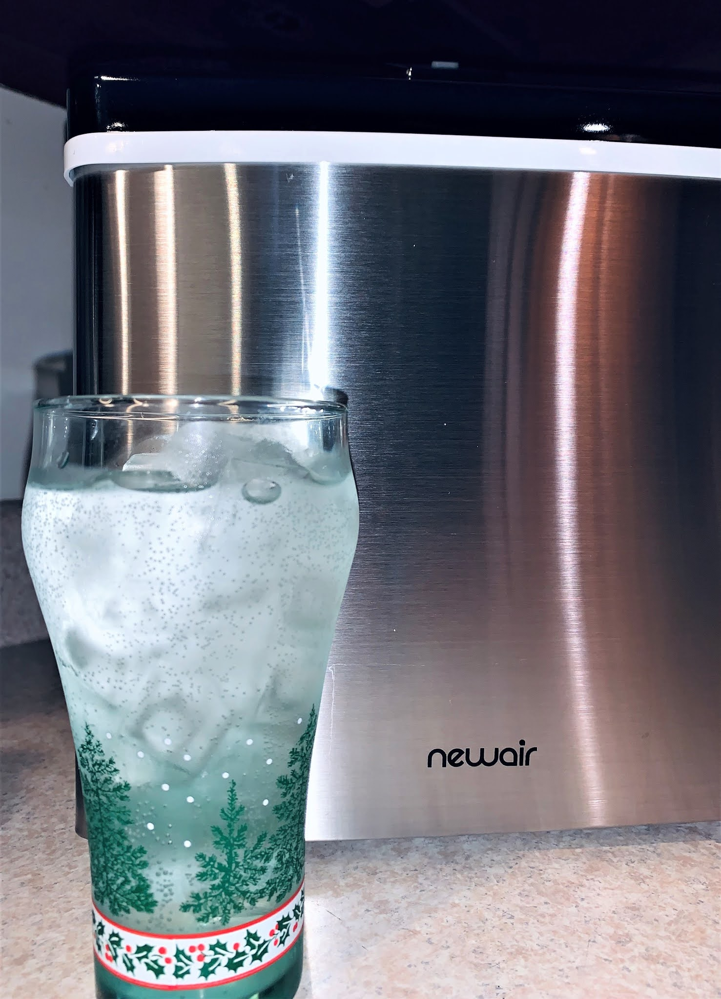 NewAir Clear Ice cubes in sparkling water