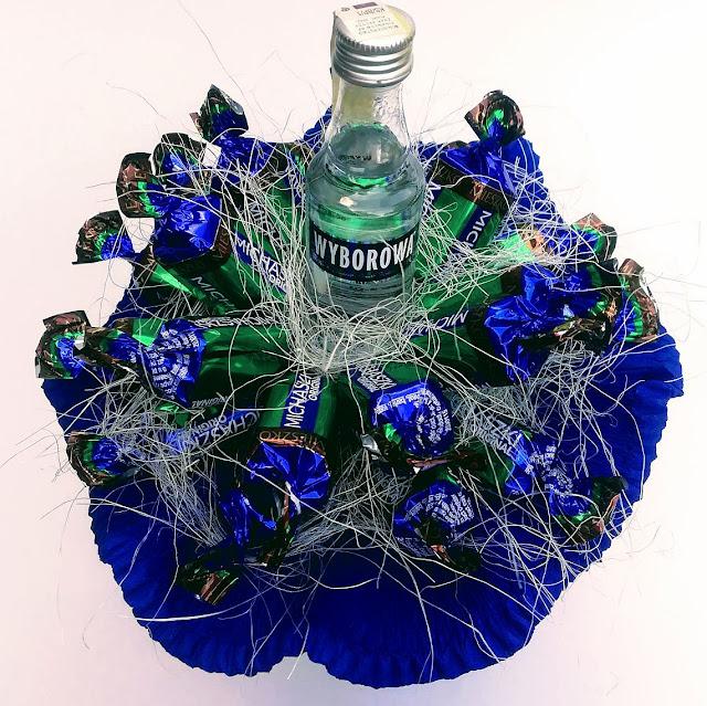 Słodki bukiet z cukierków z alkoholem