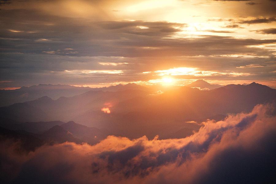 Закат на Гималаях