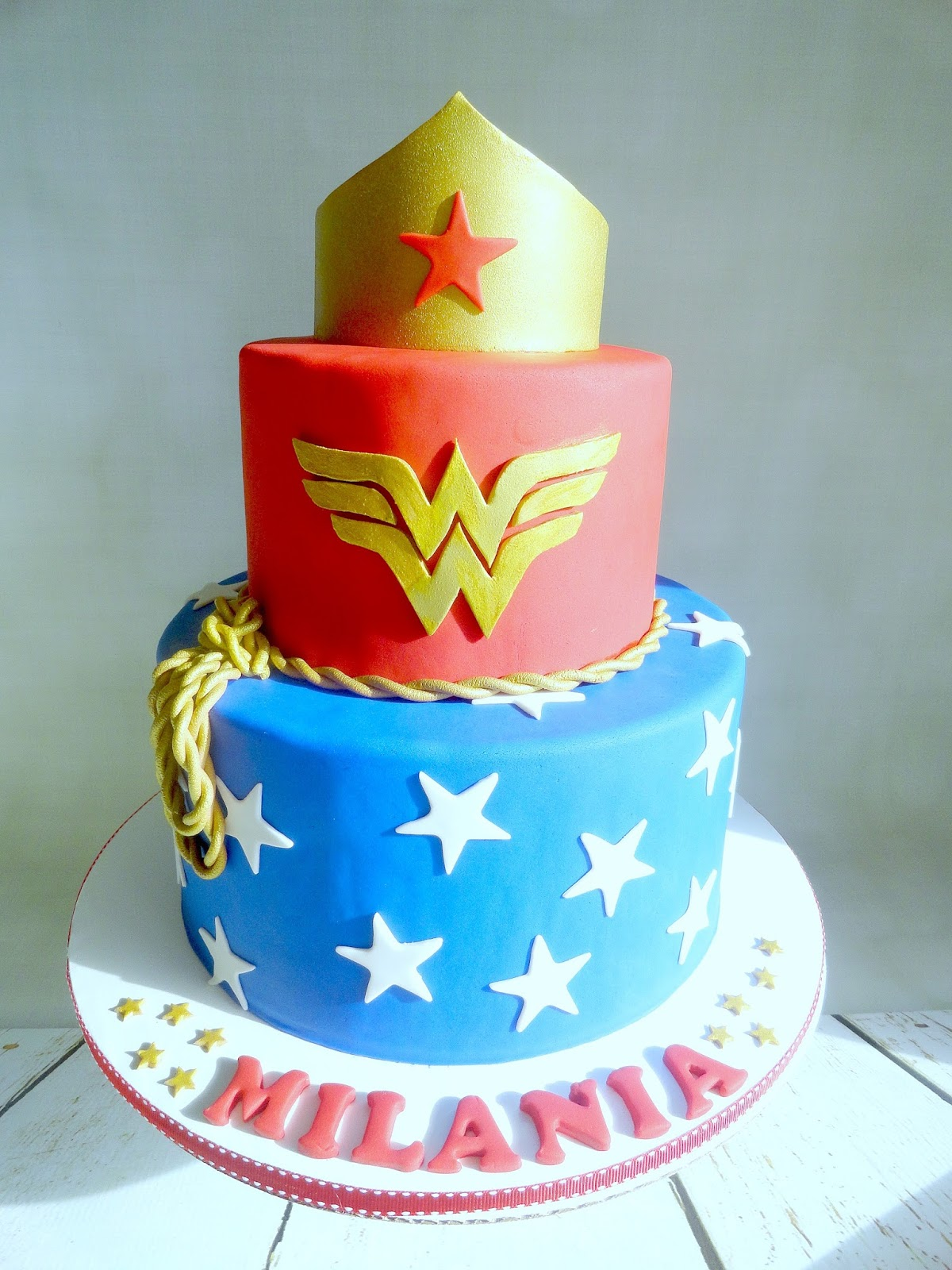 My Pink Little Cake Wonder Woman Theme Cake And Cookie Favors