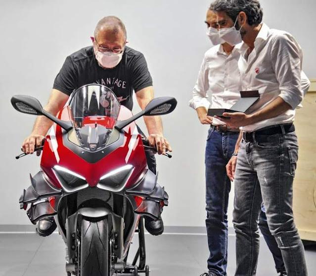 Serah terima Ducati Superleggera V4 dengan Filip Van Schil