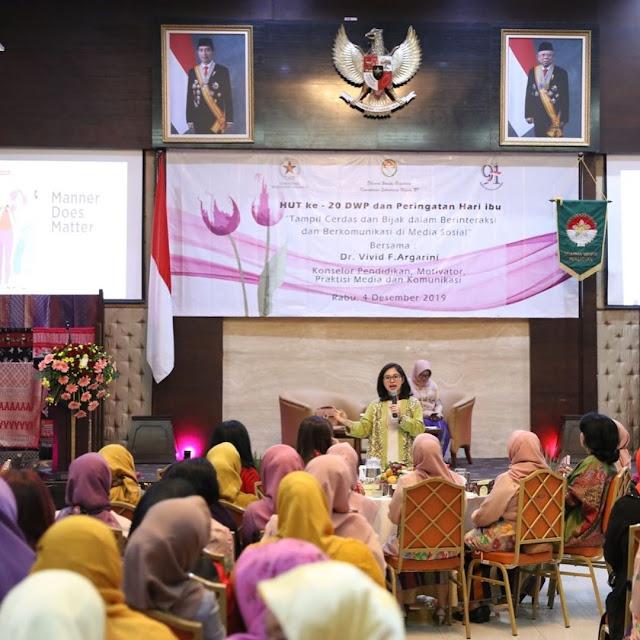 motivator vivid argarini kementerian sekretariat negara dharma wanita
