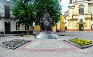 Ивано-Франковск. Майдан Шептицкого. Памятник Митрополиту Андрея Шептицкого