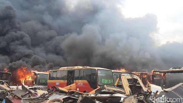 Puluhan Bangkai Bus Transjakarta Peninggalan Jokowi-Ahok Terbakar, Netizen: Ngilangin Jejak?