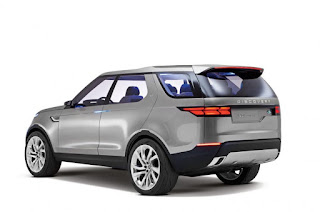 2017 Land Rover Discovery SUV side view