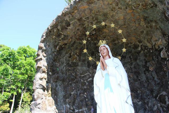 Statue of Virgin Mary in Kamay ni Hesus