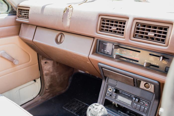 brown interior hilux 84