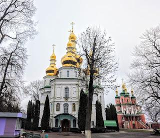 Густиня. Свято-Троїцький монастир. Свято-Троїцька церква і церква св. апостолів Петра і Павла