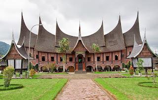 Rumah Adat Tradisional di Indonesia