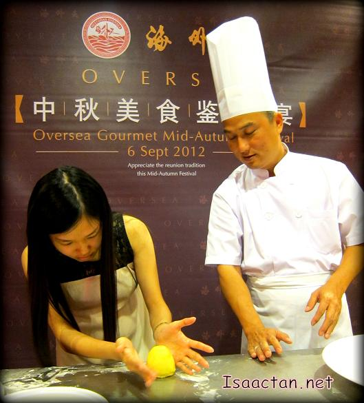 Janice trying her hands at shaping up her Shanghai Mooncake