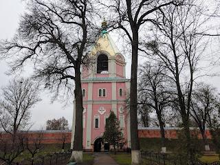 Густыня. Свято-Троицкий монастырь. Святые ворота. Церковь святого Николая.