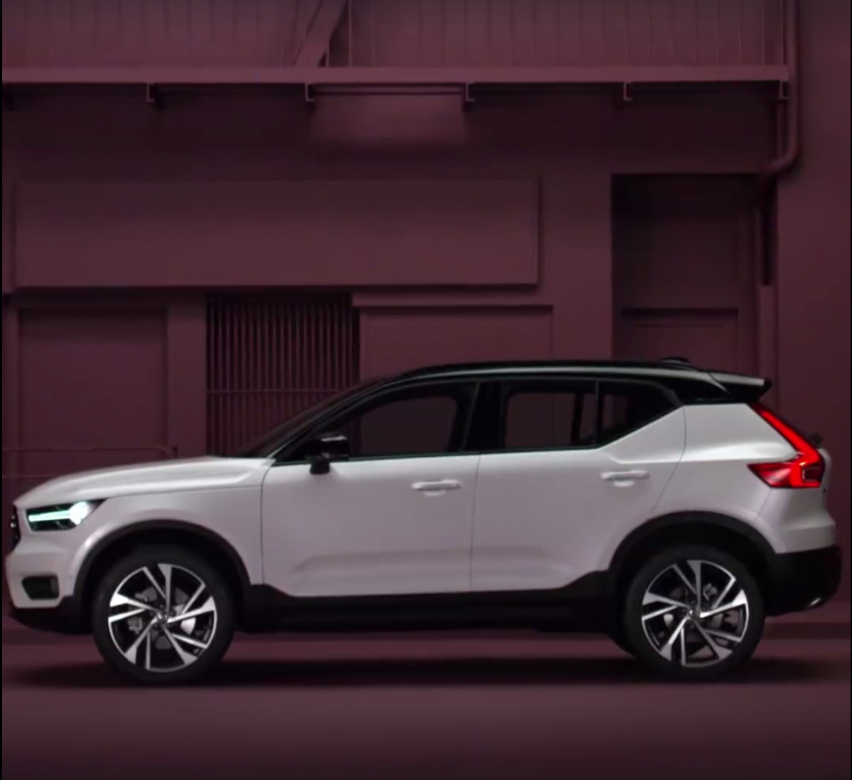 Volvo Accidentally Reveals 2018 XC40 SUV!