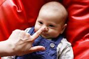 Ternyata Kebiasaan Menarik Hidung Bayi Agar Mancung Hanya Mitos. Ini Faktanya!