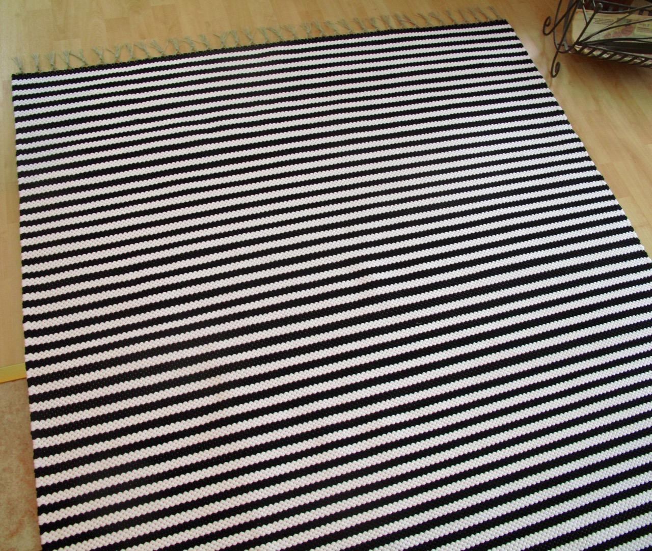 Eijan Kudontaputiikki Mustavalkoinen matto