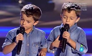 Los gemelos Antonio y Paco cantan Te quiero, te quiero de Nino Bravo