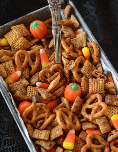 PUMPKIN SPICE CHEX MIX #pumpkin #desserts #cakes #snack #easy