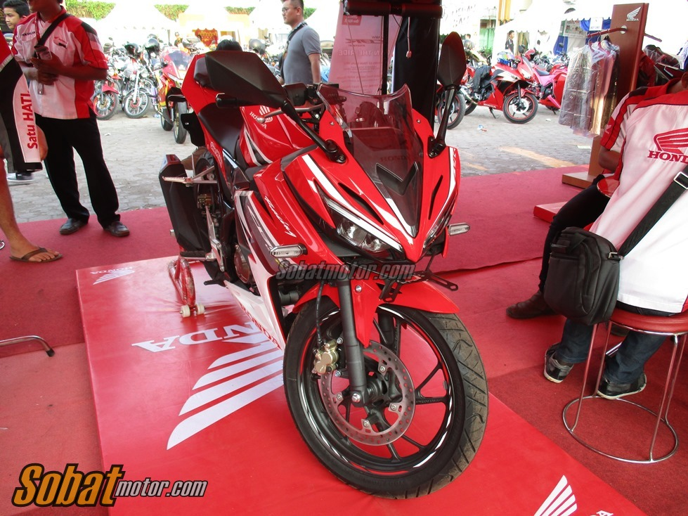 First Impression All New Honda CBR 150R Facelift 2016 . . aura racy lebih kental plus keren juga sob !