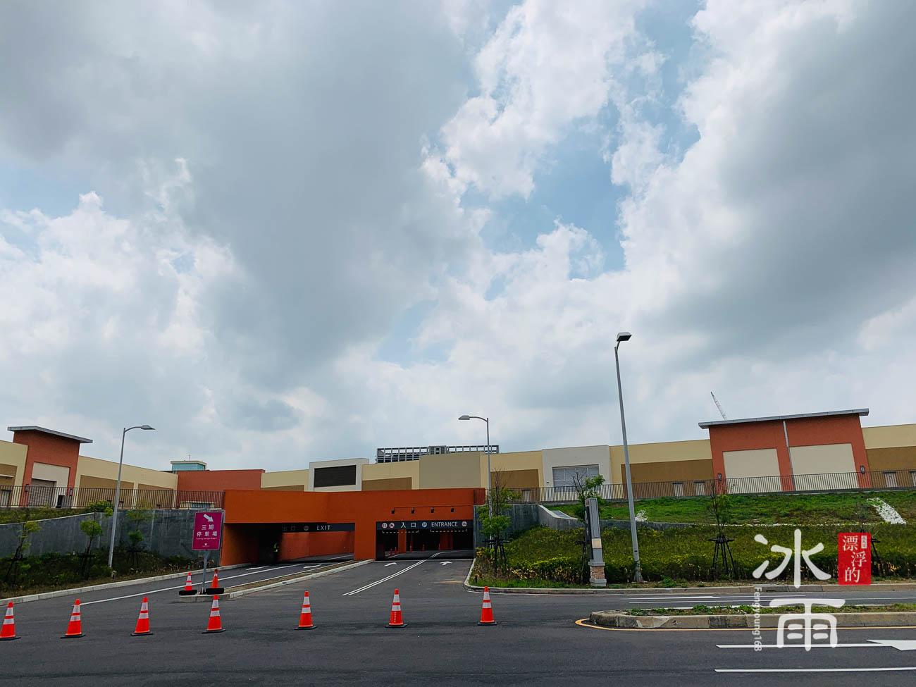 華泰名品城 其中一個停車場入口