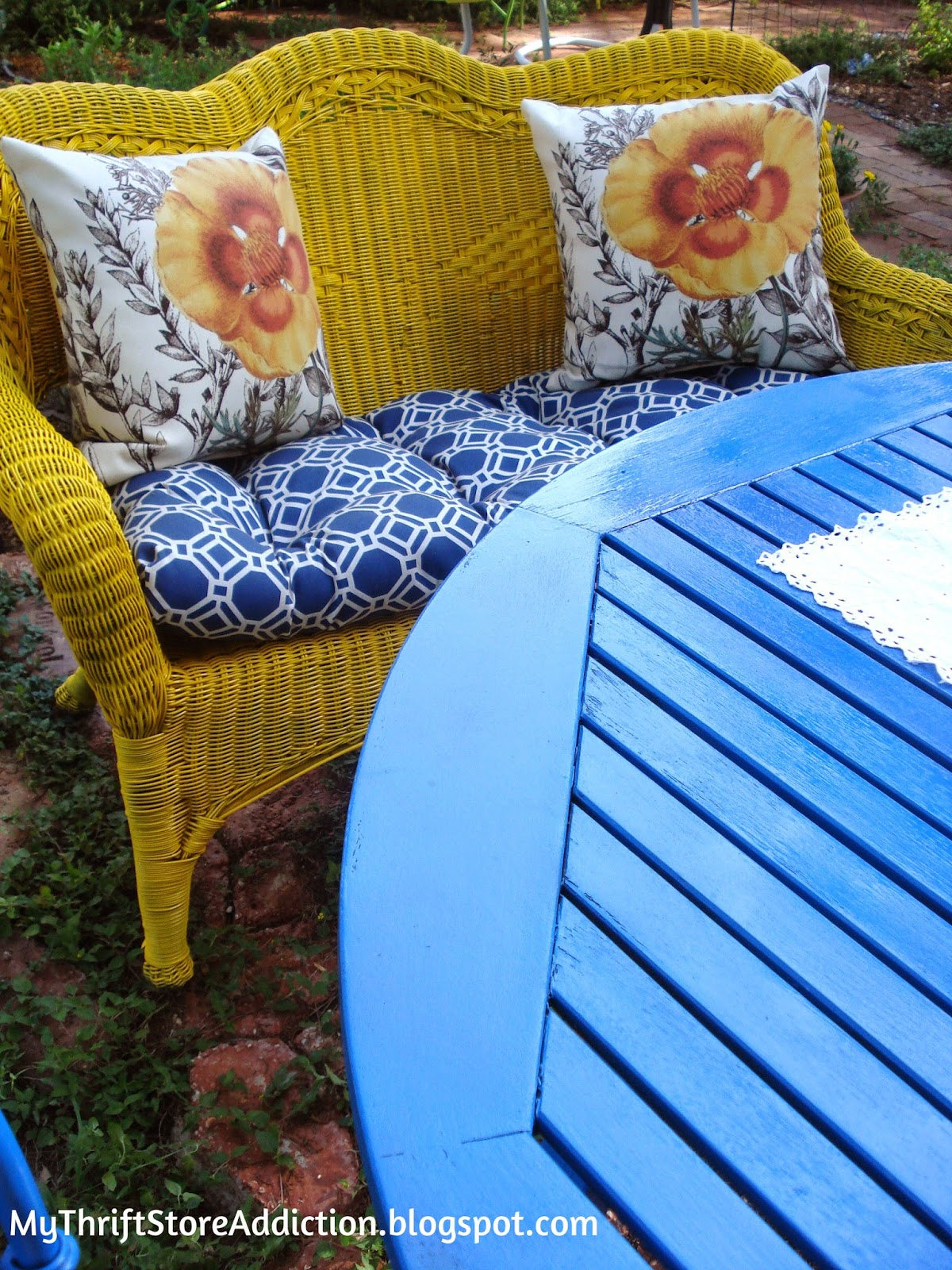 Good Morning Sunshine: Project Pretty Patio mythriftstoreaddiction.blogspot.com Mismatched yard sale furniture refreshed with spray paint to create a pretty patio