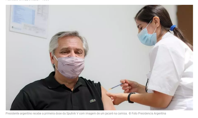Covid-19: Em contraste com Bolsonaro, presidente argentino é vacinado exibindo camisa com jacaré