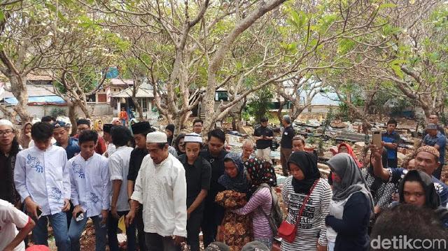 Tangis Pecah di Pemakaman Akbar Alamsyah Korban Demo Ricuh di DPR