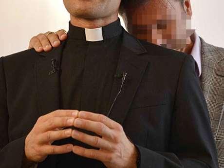 ¡Insólito!; Policía irrumpe orgía gay con drogas apartamento de un sacerdote VIDEO