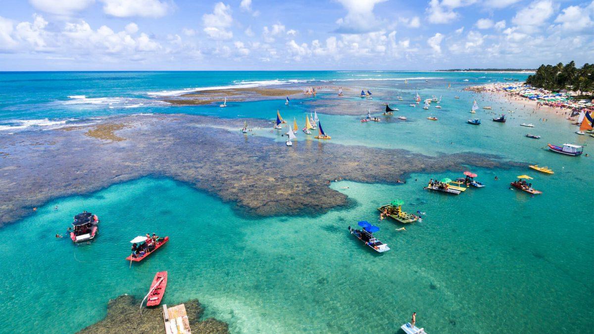 Governador de Pernambuco proíbe acesso às praias e calçadão na epidemia