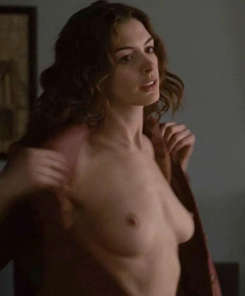 Nackt celeb hathaway anne Anne Hathaway