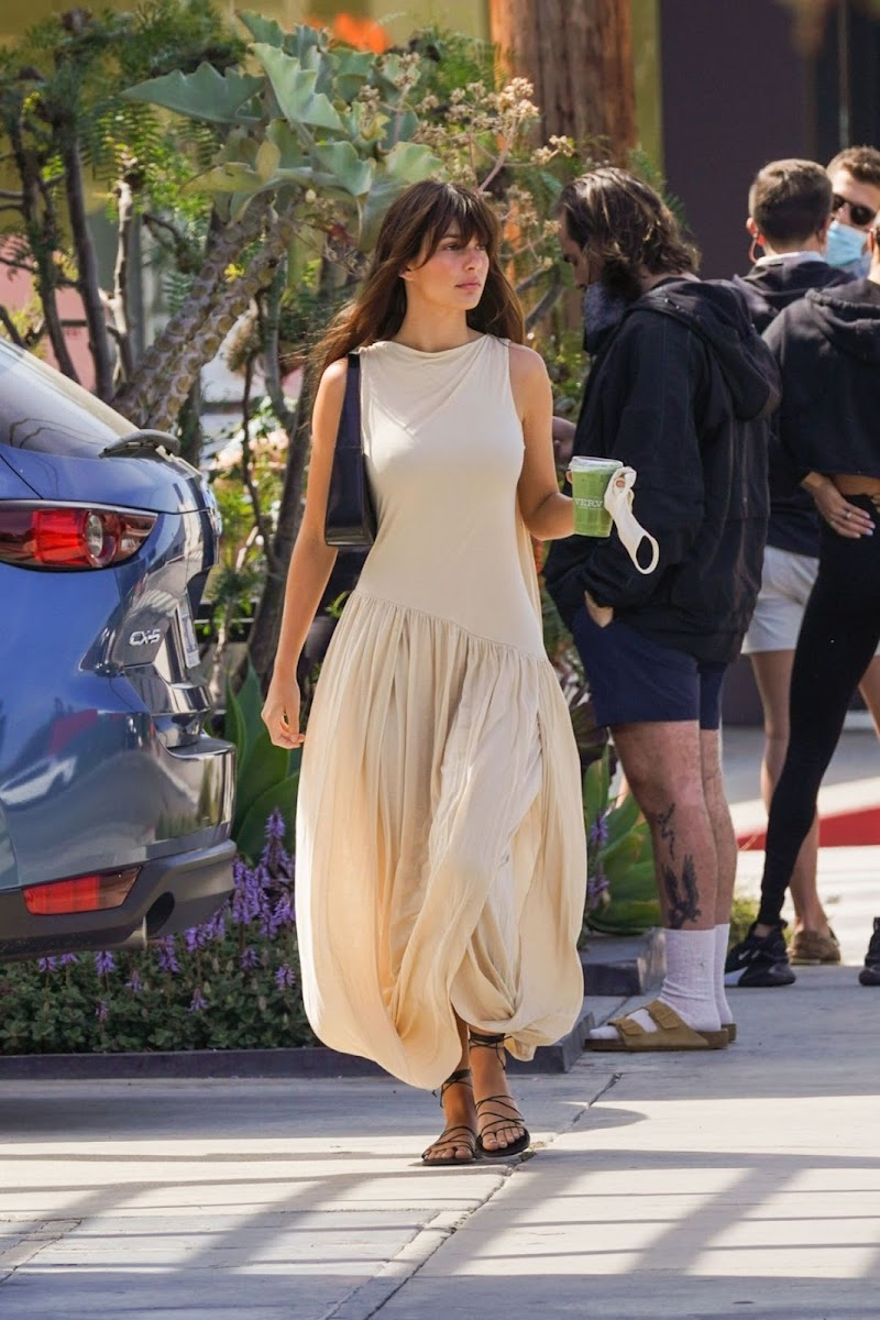 Camila Morrone Out for Fresh Juice in Los Angeles 15 Apr-2021