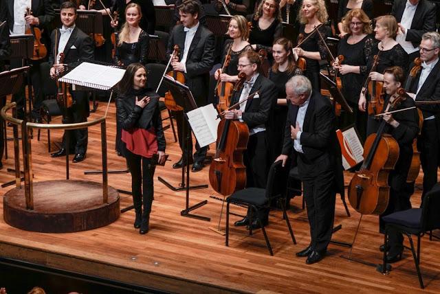 Anna Thorvaldsdottir, Yan Pascal Tortelier and Iceland Symphony Orchestra (Photo Iceland Symphony Orchestra)