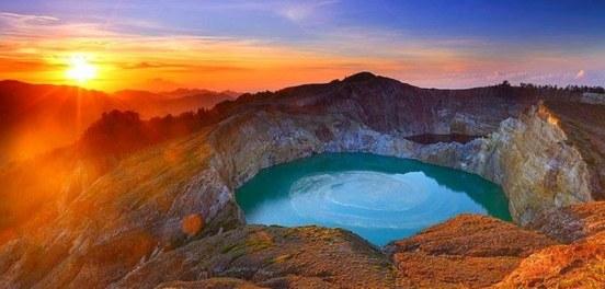 Gunung Paling Indah di Indonesia yang Wajib Dikunjungi
