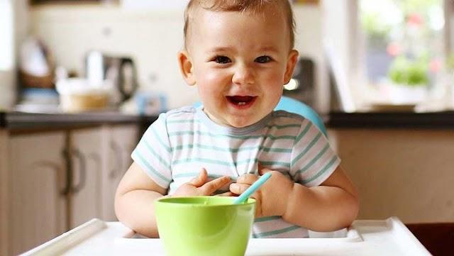 Όλα όσα θα χρειαστείτε από τη στιγμή που θα μπούνε οι στερεές τροφές στη διατροφή του μωρού σας