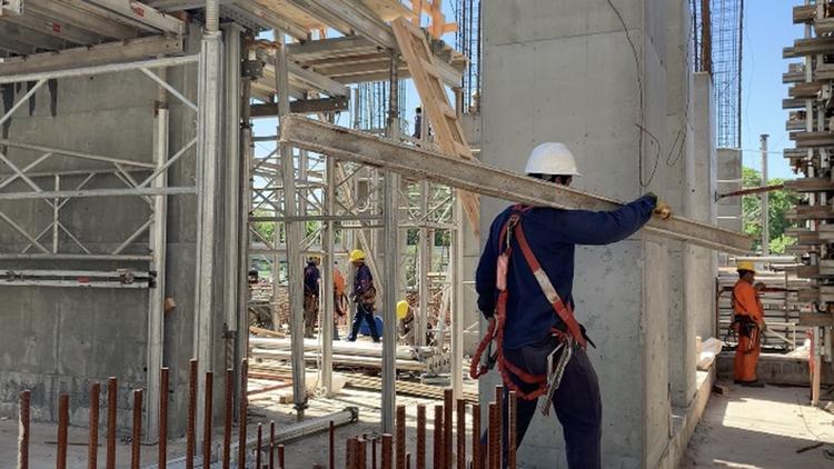 Las obras en construcción, el dilema del transporte y las medidas económicas