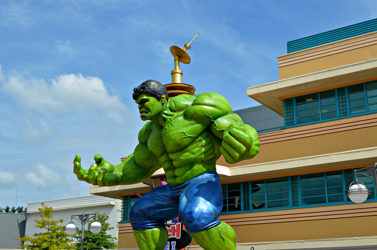 hulk statue in Disneyland Paris