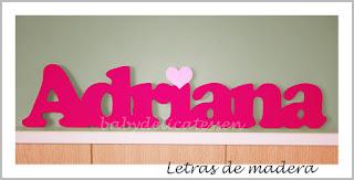 letras de madera infantiles para pared Adriana con corazón babydelicatessen