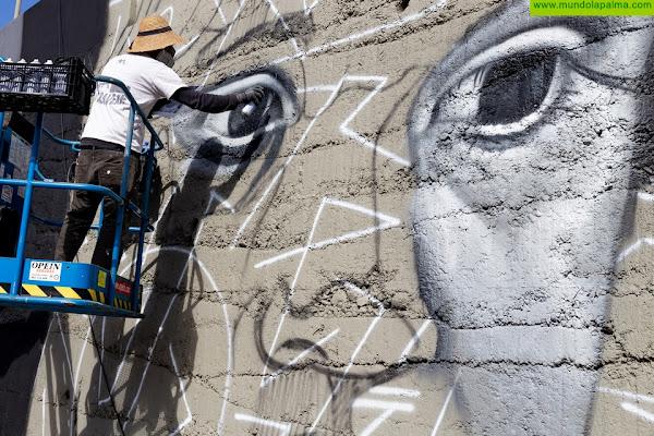 """Los Llanos de Aridane estrena el mural """"En la mirada de los niños no hay racismo"""""""