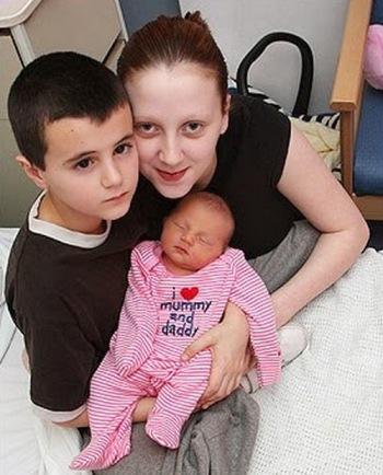 Astaga! Bocah Ini Makara Ayah di Usia 13 Tahun, Lihat Istrinya Bikin Kamu Elus Dada!