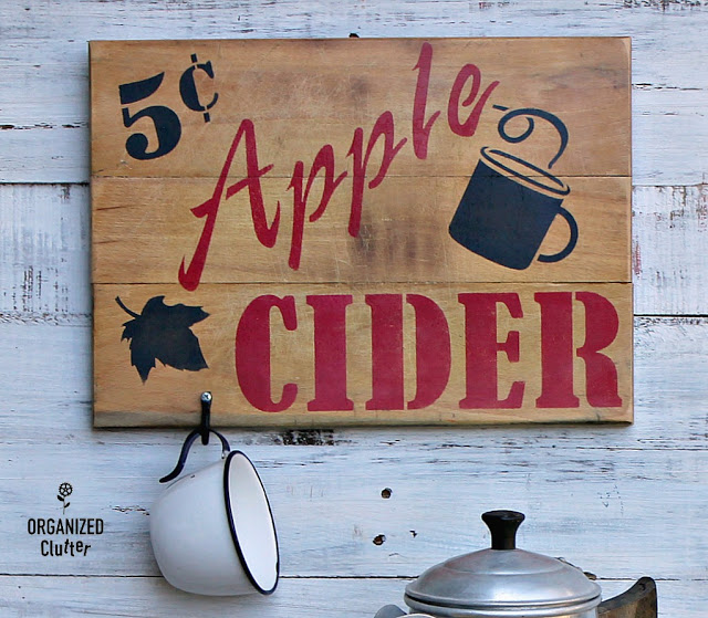 Photo of an apple cider cutting board sign