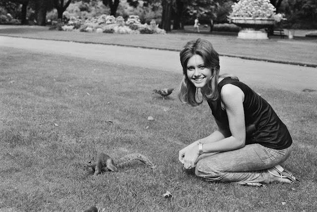 http://pixhost.org/show/121/52050409_olivia-newton-john-in-the-park-with-a-squirrel-uk-10th-august-1971.jpg