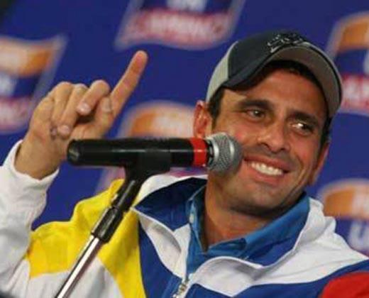 """Capriles: """"Tenemos cerca de dos millones de firmas, !Miles de gracias!"""""""