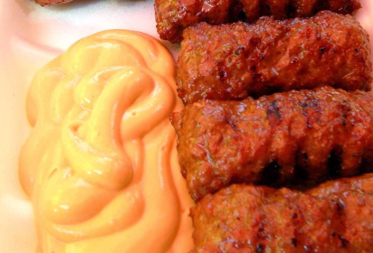 preparare reteta mici traditionali din carne de porc